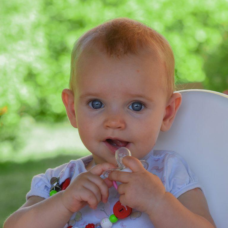 niño bebé chupete